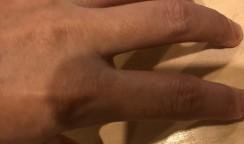 薬指が中指につられる話