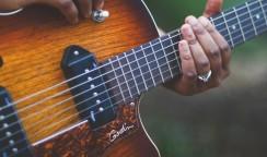 ギターを何本も・・・・①